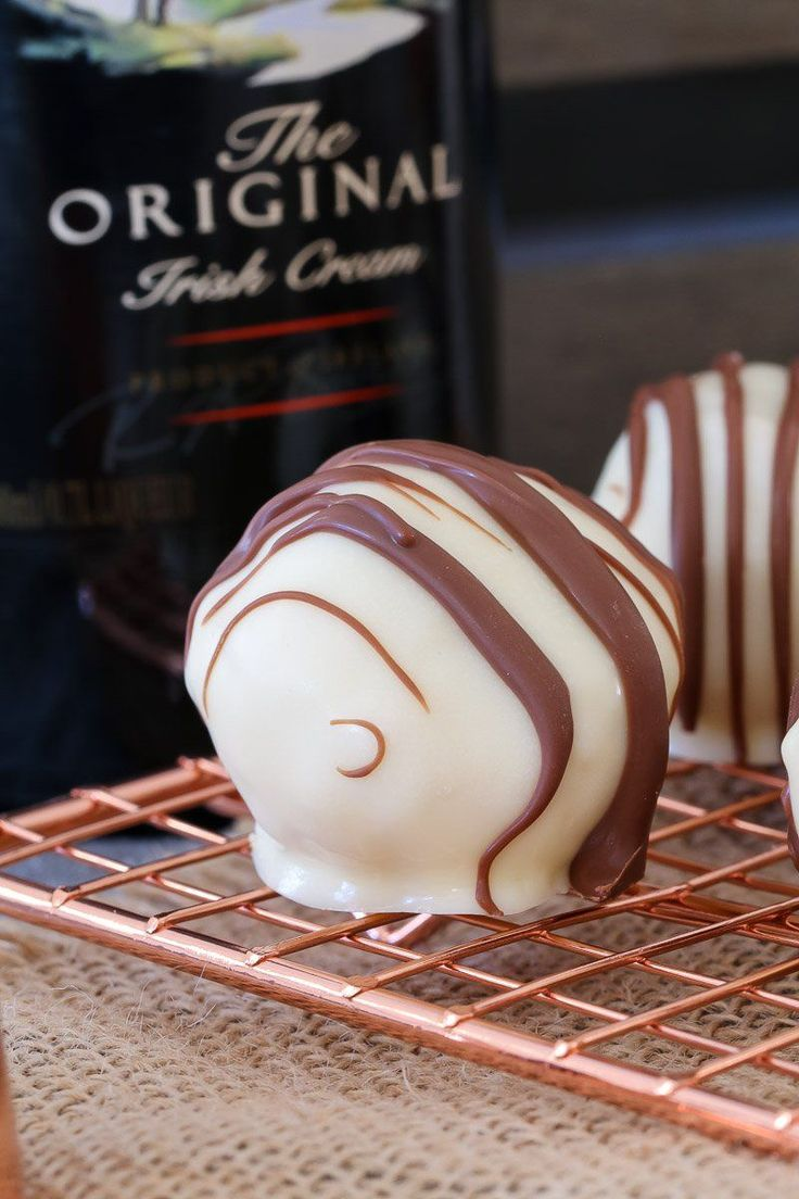 Rich, creamy and oh-so-delicious! These 4 ingredient, no-bake Baileys Tim Tam Cheesecake Balls are the perfect gift for family or friends... or the yummiest little sneaky late night treat!