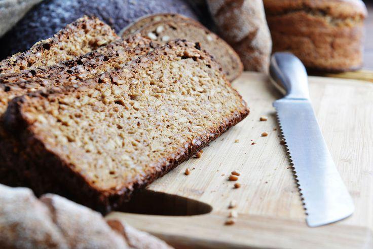 Pâine fără gluten cu quinoa și semințe de chia.
