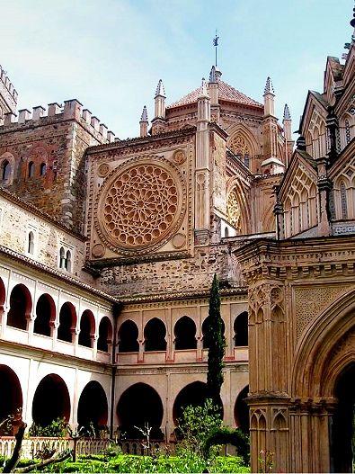 Resultados de la Búsqueda de imágenes de Google de http://escapadasdefindesemana.net/wp-content/uploads/monasterio_guadalupe_extremadura.jpg. Interior del monasterio