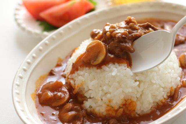 日本生まれの洋食? ハヤシライスハッシュドビーフビーフシチューの違いって何?