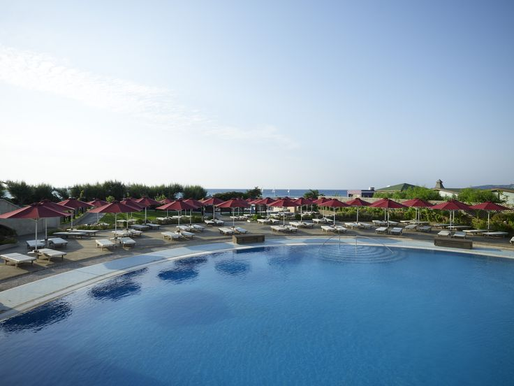 The swimming pool of Esperos Mare Resort - More info and Online Bookings at https://esperiagroup.gr/our-hotels/esperos-mare-resort
