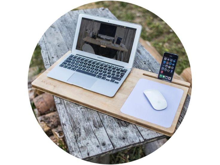 MagTray je programátorom správneho držania tela v pohodlných aj menej pohodlných podmienkach a tak Vám nahradí pracovný stôl. Poznáte to? Notebook na kolenách, spotené nohy a bolesti chrbta. PC myš vedľa seba, mobil príp. tablet na stole alebo inde. Aj my a preto sme vyvinuli podložku pod notebook MagTray, ktorá zabezpečí ucelenosť, pohodlnú prácu a chráni vaše zdravie.
