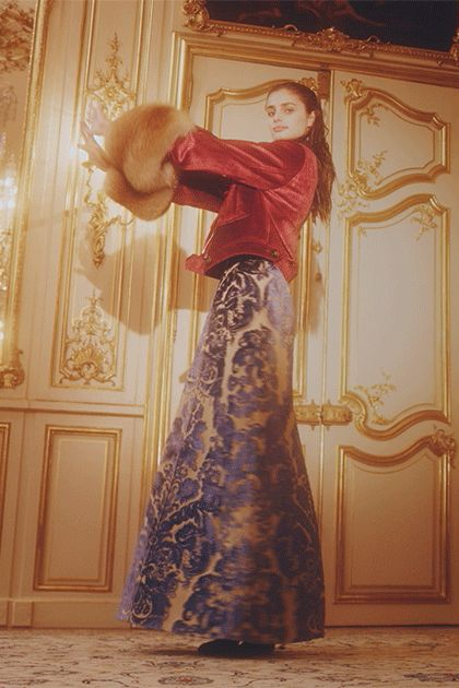 Taylor Hill in the Best Looks of Paris Fashion Week - Vogue
