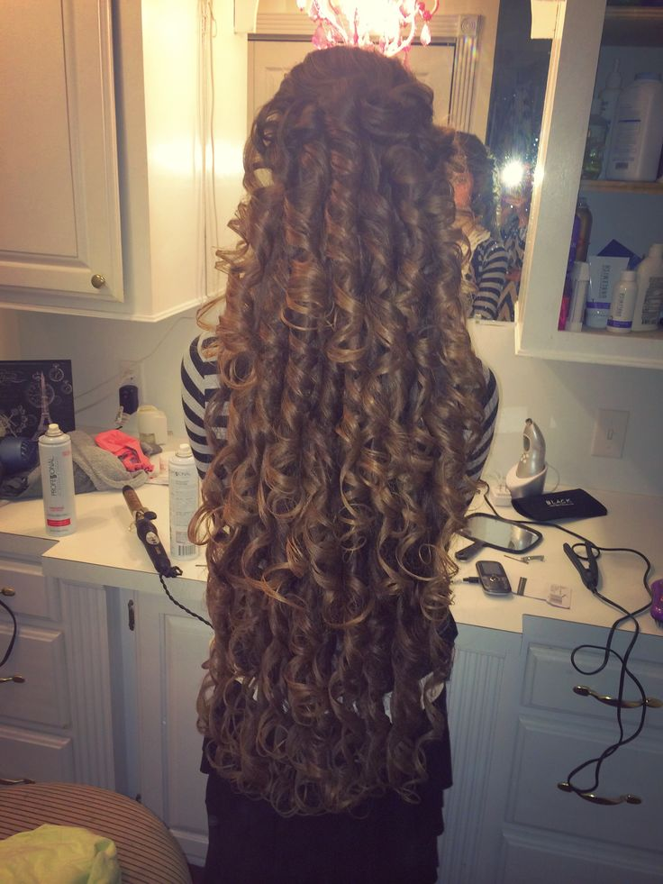 Anna's hair curled down (don't know who this is.. but her hair is glorious!)