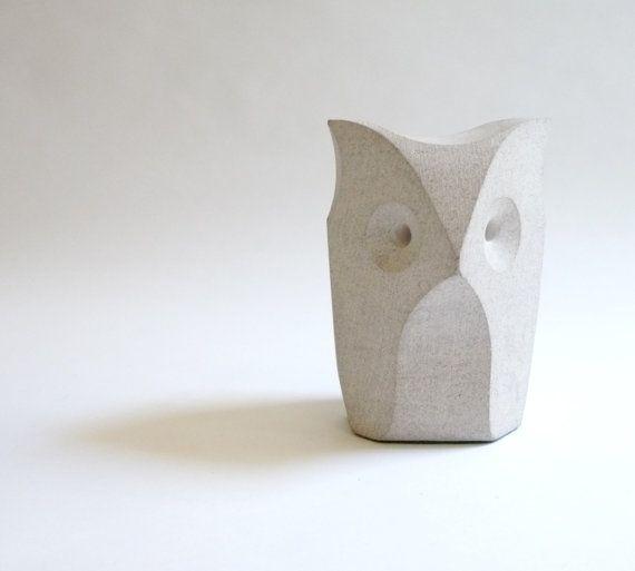 Modernist Stone Owl Sculpture von mascarajones auf Etsy, $95,00