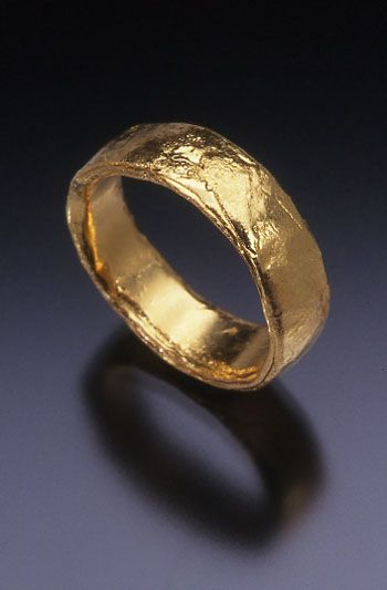 The Everchanging Ring, forged 24k gold