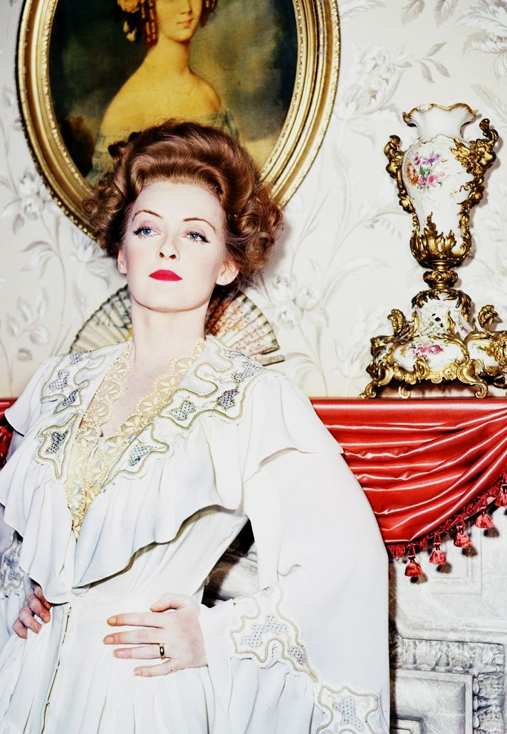 Bette Davis in The Little Foxes, 1942. Via hollywoodlady.tumblr.com/