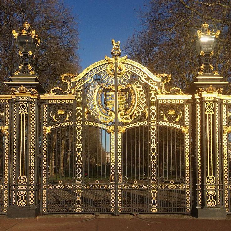 Hello London! #canadagate #london #travel #visitlondon #igerslondon #duolook #thisislondon #visitlondon #ilovelondon #londonpop #london_only #londontwn #londonstreets #londonlife #shutup_london #timeoutlondon #capturingbritain #london4all #prettycitylondon #igersuk #londyn #anglia #exploring_london by jaroslaw_marciuk