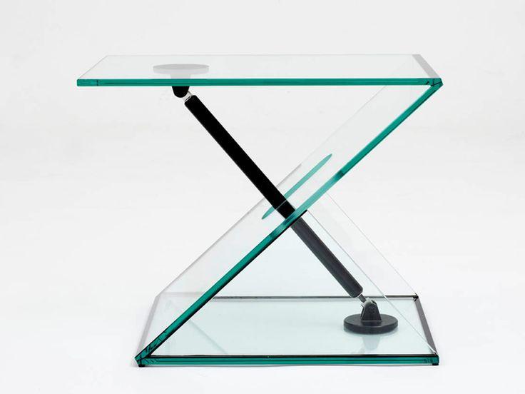 Man Machine Side Table by Konstantin Grcic, strak, transparant, mechanisch, rechte lijnen.