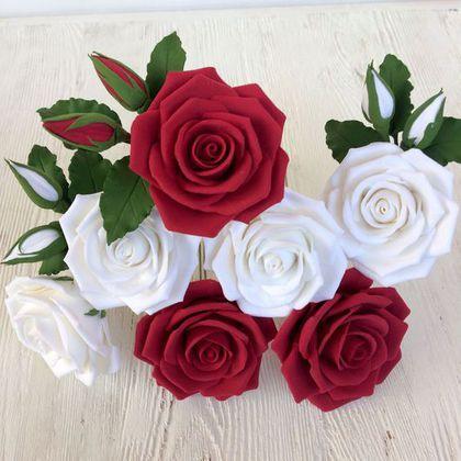 Купить или заказать Розы для прически в интернет-магазине на Ярмарке Мастеров. Розы для прически могут быть выполнены в любой нужной вам цветовой гамме. Розочка на шпильке - 400 р. Розочка с бутонами и листьями - 550 р. Диаметр цветка 6-7 см. Замечательное украшение для свадебной прически или для прически на выпускной бал.