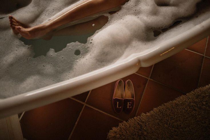 wedding decor, planner, organizacion eventos, inspiracion boda, relax, zapatos a medida, custom slippers | Photo by Pablo Laguia