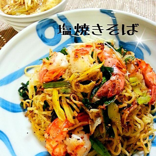 simpleな焼きそば 海老ちゃん、長ネギ、ニラのみ! 食べるときにお酢を回しかけて頂きます! さっぱりして美味しい ♡  スープは片栗入れてとろんに。 千切り生姜をトッピング♪ - 245件のもぐもぐ - simpleな塩焼きそば & 卵とレタスのとろとろ中華スープ by yamakumi