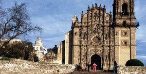 Al norte de la Ciudad de México se encuentra este bello lugar considerado uno de los Pueblos Mágicos que inundan de belleza a nuestro país. Tepotzotlán es un pueblo ubicado en el municipio del Estado de México y cuenta con un territorio lleno de artesanía y cultura.   http://vuelosenglobo.mx/paseos-en-globo-aerostatico-tepotzotlan/