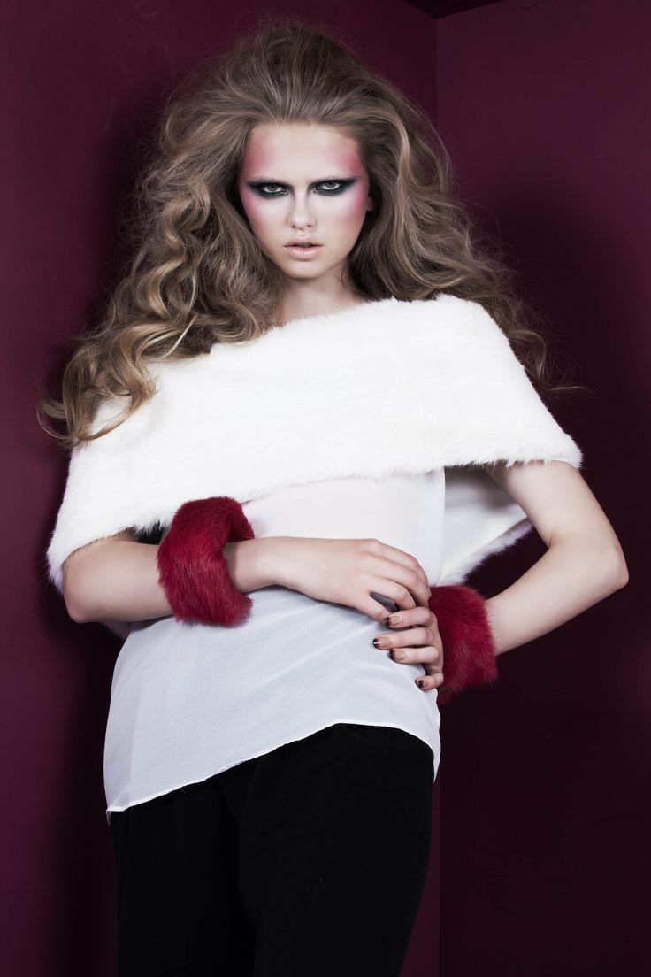 Fuchsia rabbit fur cuffs with gold elastic band; White rabbit fur stole // © MORECCO 2014