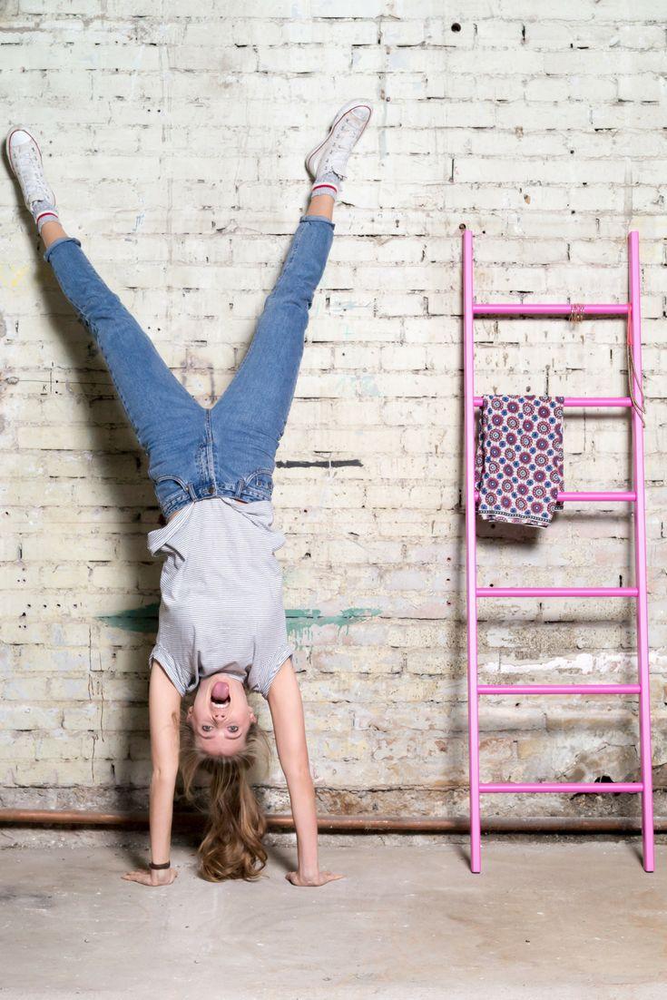 Kleiderleiter in pink   Massivholz Buche oder Eiche - Ordnung im Bad, Schlafzimmer und der ganzen Wohnung. Handtuchhalter, Kleiderständer, Herrendiener, Stummer Diener, Garderobe. Rabattcode PIN5OFF