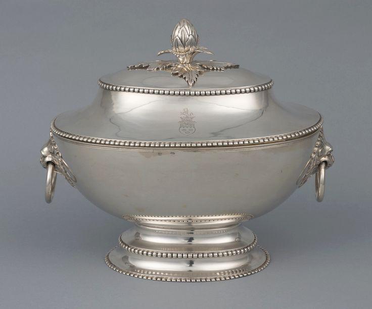 Silver tureen by Szymon Stanecki in Warsaw, 1780s, Muzeum Warszawy