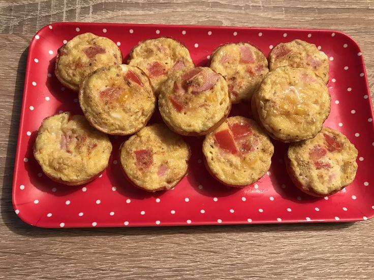 Muffin omelette, salé, brunch, idée de brunch, bacon, œuf, tomate, muffin, muffin salé, apéro, idée apero, tapas, buffet dinatoire, omelette