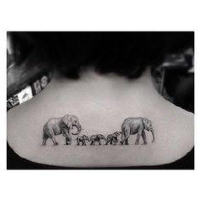 Tatouage famille éléphant dans la nuque