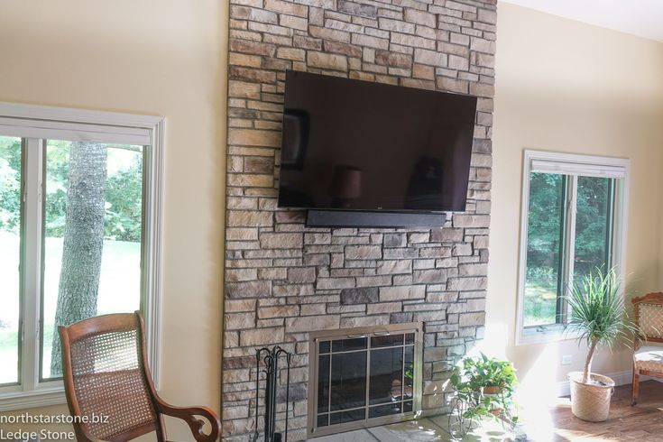 Charmant ... IL Couple From IL Downsized And Moved Into A Beautiful Town Home. They  Got Rid Of The Dated Green Tile And Oped For A New Ledge Stone Fireplace ...