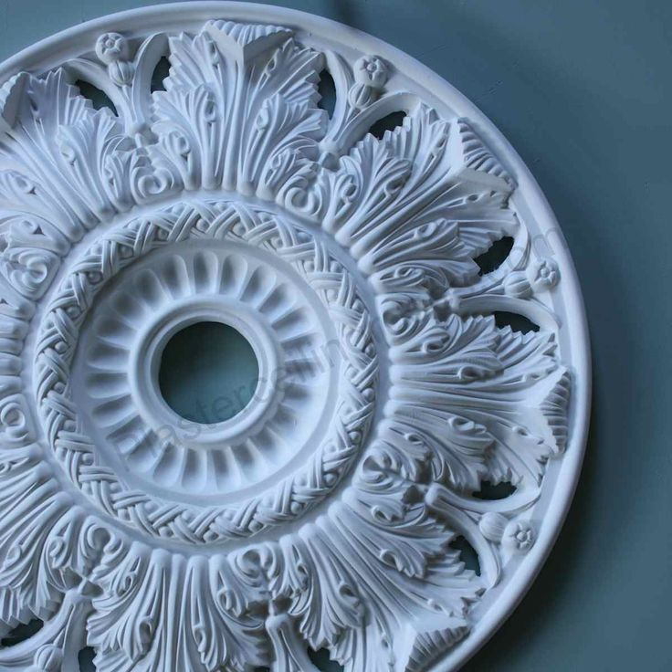 Victorian Plaster Ceiling Rose Crown and Acanthus 520mm MPR063. Stunning simply stunning. #plasterceilingrose