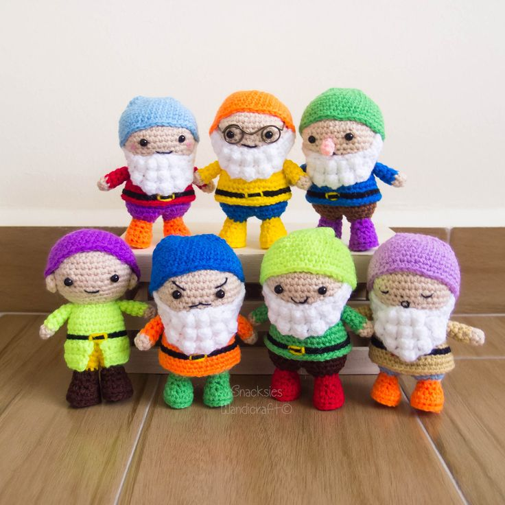 These Seven Dwarfs Amigurumi are the perfect present for any Disney fan! Check out the crochet pattern by @snacksieshc - a perfect project for Vanna's Palettes.