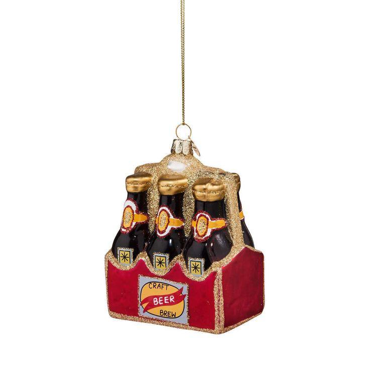 Weil Bier ja auf Ihrem Wunschzettel stand, kommt von BUTLERS hier das Hang On 6-Pack Bier aus Glas zum Aufhängen. Alle Jahre wieder präsentiert BUTLERS den schönsten Weihnachtsschmuck. Von klassisch bis modern, von besinnlich bis beschwingt. Zum Verschenken und sich selbst Verwöhnen. Für echte und künstliche Christbäume, für Tannenzweige und Ihre ganz persönlichen Dekoideen. Das wird ein Fest!