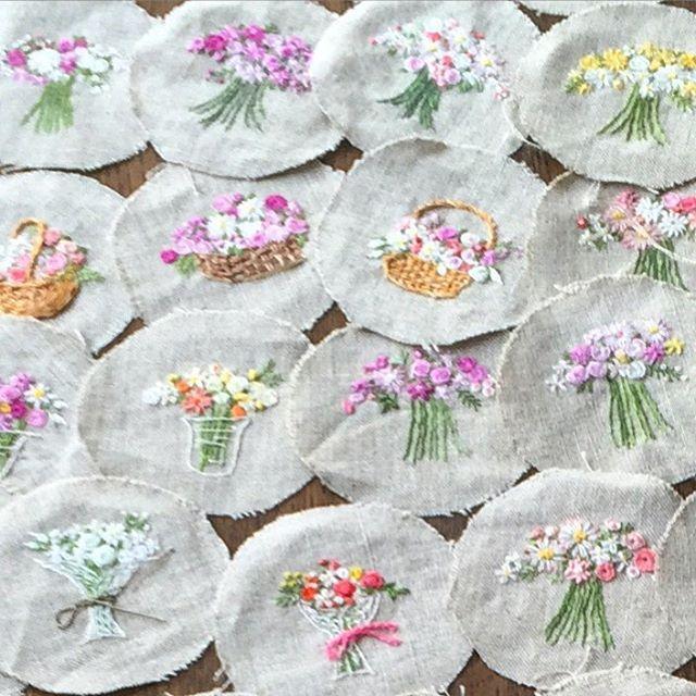 . . 小さな花刺繍。。。 . #embroidery #Embroiderythread #flola #flower #flowerstagram #flowerembroidery #handmade #handcraft #handembroidery #needleart #needlework #buquet #instagood #instarose #instajapan #手刺繍 #手仕事 #手作り #花 #花刺繍 #刺繍 #ハンドメイド #インスタグラム .