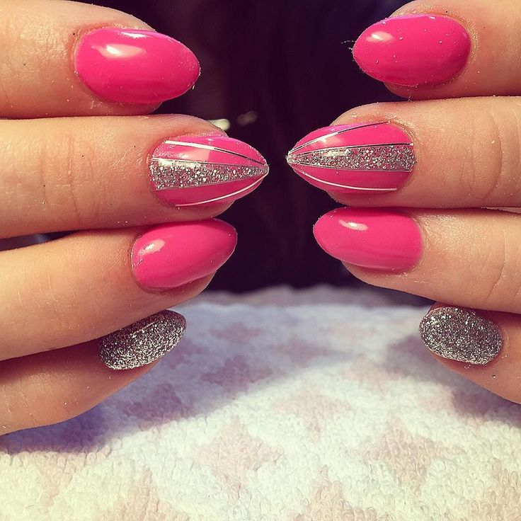 #pink #pinknails #gelnails #gelnagels #nailartjunkie #glitter #glitternails #stripingtape by laplusbellebeautybar