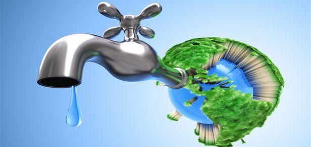 Outra dica de como preservar o meio ambiente é evitar o desperdício de água, desligando a torneira em atividades diárias como escovar os dentes, lavar pratos ou se barbear, bem como fechar a válvula do chuveiro enquanto se ensaboa. Ao limpar o carro ou a calçada em frente a sua casa, evite o uso da mangueira e procure utilizar um balde com água, esponja e sabão. Por fim, procure reaproveitar a água que sobra da lavagem de roupas para regar as plantas.