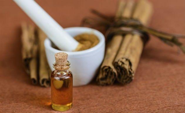 Faça o seu próprio óleo essencial de canela em casa, sem grandes complicações ;) #óleoessencial #canela #cinnamon