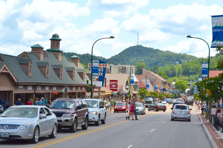 The Gatlinburg strip - Perfect for walking and enjoying the beauty of the Smokies
