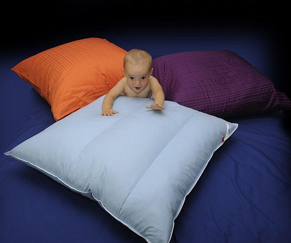 #CUSCINO #MULTIUSO Ideale per chi passa molto tempo a letto, per fornire sostegno alla schiena, rialzare le gambe e favorire la circolazione, mentre si legge o si guarda la tv a letto. Utilizzando due cuscini, è possibile realizzare una comoda testiera per il letto.