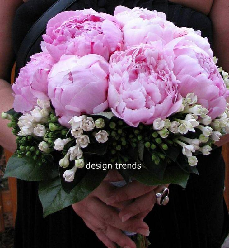 Wedding #bouquet of pink #peonies and white #bouvardia. Μπουκέτο νύφης με ροζ παιώνιες και λευκή μπουβάρντια.