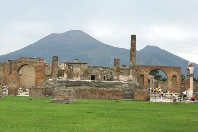 Visiting Pompeii in Italy | Italy Travel Guide