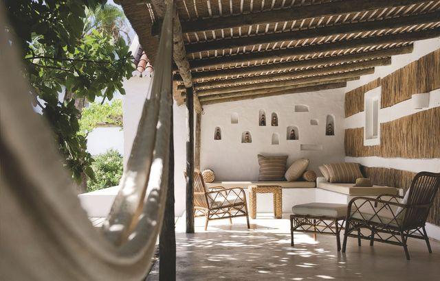 Le salon extérieur d'une maison de rêve au Portugal. Plus de photos sur Côté Maison : http://petitlien.fr/8aso