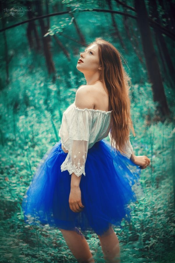 Świtezianka | Agnieszka Juroszek Photography |    Model: Adrianna Brzozowska | girl, flowers,  colors, spring, portrait, delicate, beauty, forest, fairy, magic,
