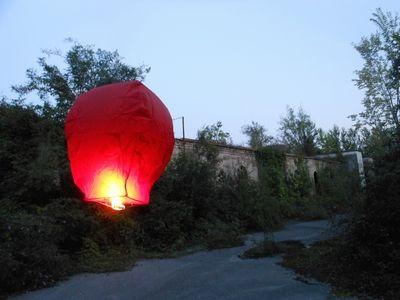 Lanterna Rossa Mini  Altezza circa 80 cm, diametro della base 40 cm, il diametro del pallone 55 cm Codice dell'articolo: XL002