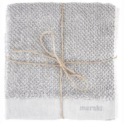 Meraki badhandduk från Meraki. En härlig, naturlig badhandduk i 100 % bomull. Den snygga grå/vita te...