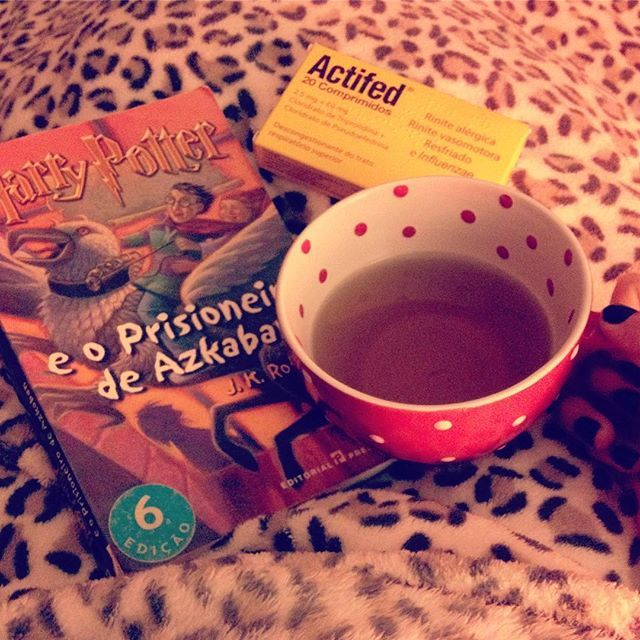 WEBSTA @ sofil88 - I don't feel very well 🤒😔 Os meus aliados ☕️💊📖...........#sick #cold #autumn #outono #fall #november #novembro #harrypotter #books #livros #iloveread #ler #adoroler #harrypottereoprisioneirodeazkaban #harrypotterandtheazkabanprisoner #tea #minttea #actifed #pills #bed #night #nightnight #cozy #like4like #likeforlike #teaandbooks #geekygirl #nerd