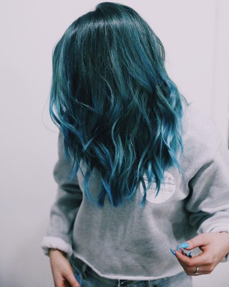 @nikidemar is slaying in this teal blue 'do!! YASS love the color, cut and style!