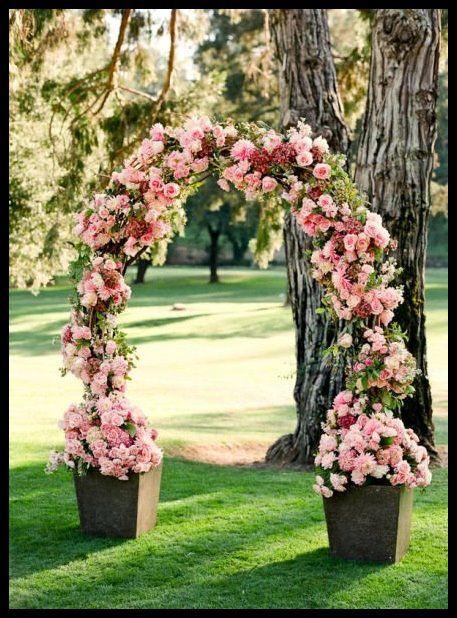 Piekny Romantyczny Luk Weselny   Glorious Ceremonial Arch