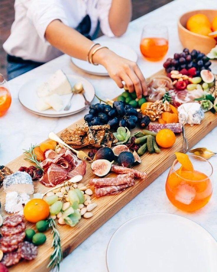 Hvad er bedre end lune sommeraftner, hvor man kan sidde ude i det fri, spise god mad og hygge med...