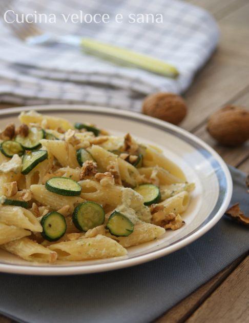 pasta alle zucchine, ricotta e noci