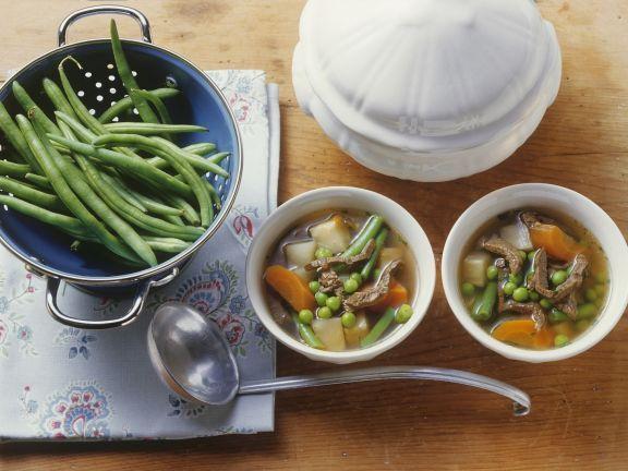 Rindfleischsuppe mit grünen Bohnen und Gemüse ist ein Rezept mit frischen Zutaten aus der Kategorie Rind. Probieren Sie dieses und weitere Rezepte von EAT SMARTER!