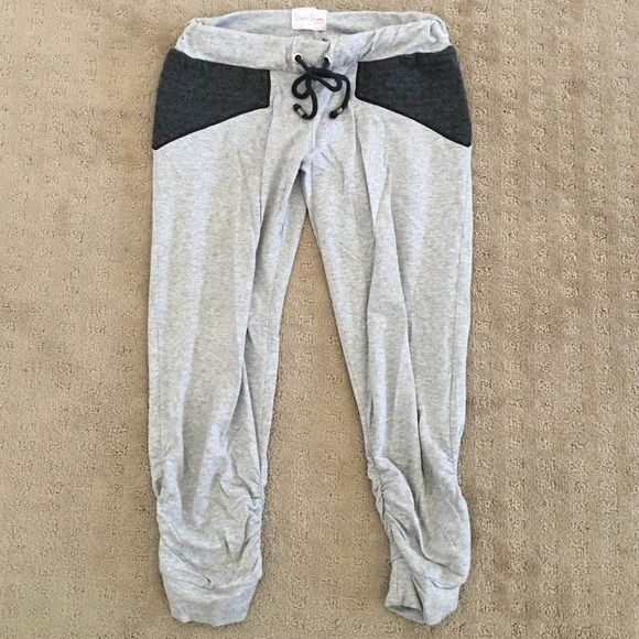 Beach bunny swimwear sweat pants The most comfortable beach bunny swimwear sweat pants. XS the band is a little twisted but other than that perfect condition. Beach Bunny Pants Track Pants & Joggers