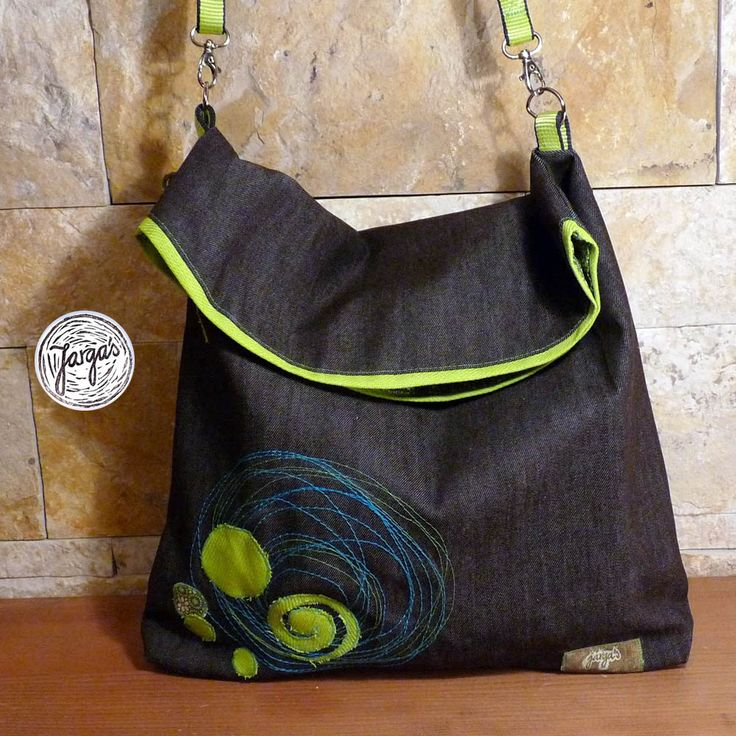 Bag inspired by climbing. It is with climbing ropes.