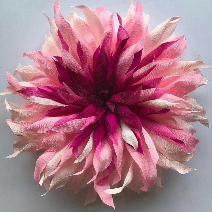Twisted tones in pink   #crepepaper #crepepaperflowers #italiancrepe #cartotecnicarossi #paperflowers #paper #papersculpture #paperart #paperartist #botanicalart #pinkflowers #wedding#weddingflowers #visualdisplay #decoration #homedecor #interiorstyling