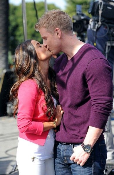 Sean Lowe and Catherine Giudici make an appearance on 'Extra' with Mario Lopez and Maria Menounos.