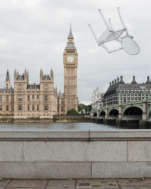 Our Louis Ghost has flown to London for the #Chicinplastik. Free shipping starts soon 😉 Photo by Linda Brownlee. A project by Case Da Abitare #kartell #louisghost