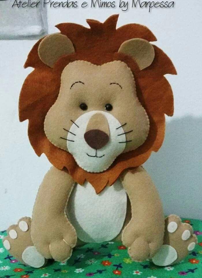 Felt lion Más